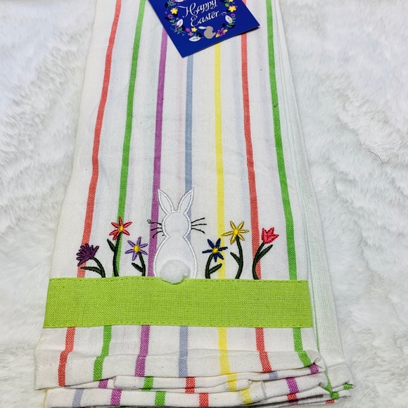 🐰🐣NWT Set of 2 Easter Kitchen towels NWT